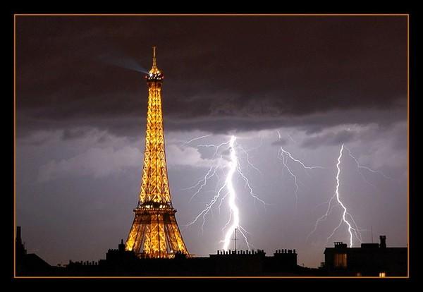 La tour eiffel avec de la foudre - Regarder coup de foudre a bollywood gratuitement ...
